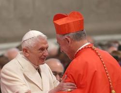 Le nouveau cardinal john dew felicite par sasaintete emrite benoit xvi le 14 fevrier 2015